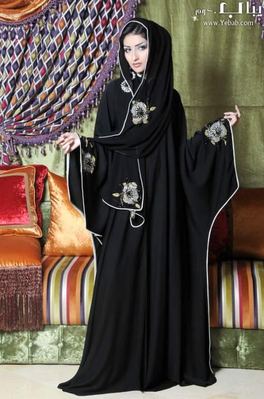 شراء الملابس الخاصة النسائية مثل العبايات الخليجية
