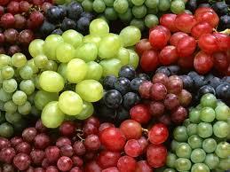 شراء العنب الاحمر الداكن المصرى