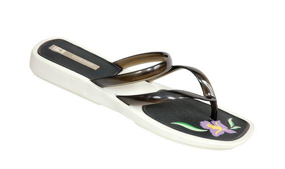 شراء احذية للبنات
