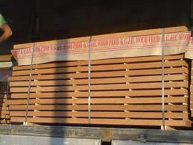 """شراء القرو """" Oak """" : هذا النوع ينمو في نفس مناطق النوع السابق ولونه داكن ومنه عدة أنواع : القرو النمساوي وكثافته 800 كجم/م3، والقرو الإنجليزي ولونه عاجي داكن ويستخدم في نجارة الأبواب والشبابيك والسلالم والتجليد للحوائط، وأيضاً القرو المستورد من البلطيق، والقر"""