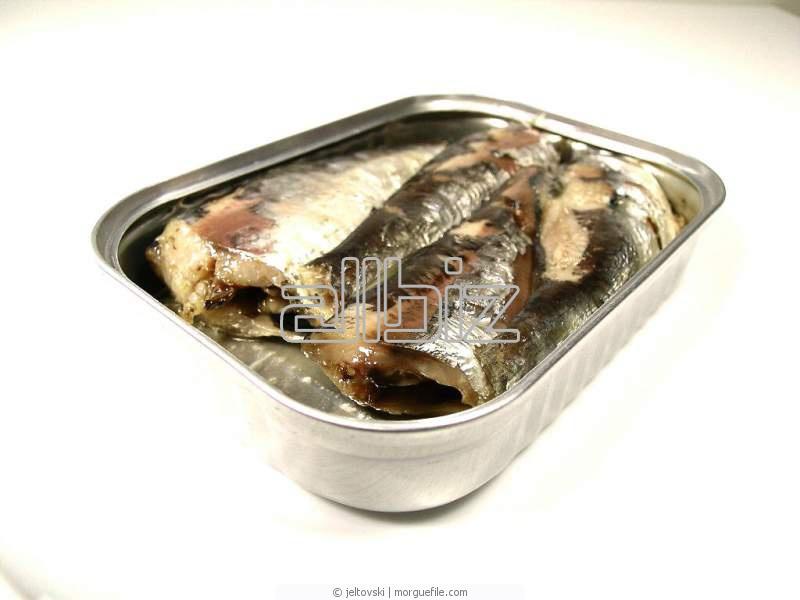 شراء الأسماك المعلبة