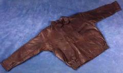 ملابس من الجلد