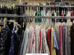 الملابس والاقمشة