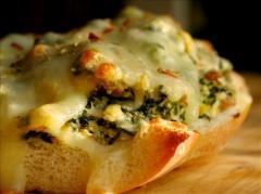 الخبز الفرنسي بالثوم والجبن