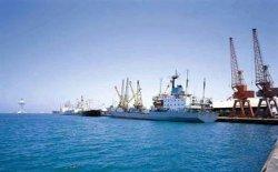 ميناء الإسكندرية يستقبل سفنا محملة بمواد غذائية