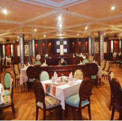 المطعم على متن السفينة